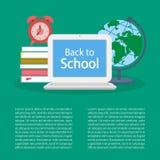 Zurück zu Schule Öffnen Sie Laptop mit Text auf dem Schirm, Stapel von Büchern Stockfotos