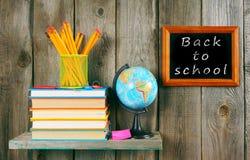Zurück zu Schule Bücher und Schulwerkzeuge Lizenzfreies Stockfoto