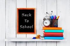 Zurück zu Schule Feld Bücher und Schulwerkzeuge Stockbilder