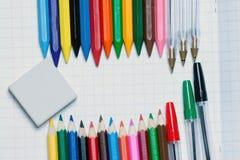 Zurück zu Schule Hintergrund Bleistifte und Radiergummi Lizenzfreies Stockfoto