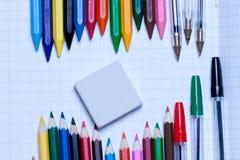 Zurück zu Schule Hintergrund Bleistifte und Radiergummi Lizenzfreie Stockfotografie