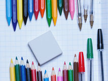 Zurück zu Schule Hintergrund Bleistifte und Radiergummi Stockfotografie