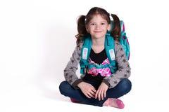 Zurück zu Schule - kleines lächelndes Mädchen stockfotos