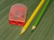 Zurück zu Schule-Konzept Zwei farbiges geschärftes penc Lizenzfreie Stockfotos