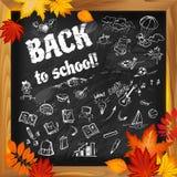 Zurück zu Schule kritzelt Hintergrund auf dunklem Tafel witn und Au Lizenzfreies Stockbild