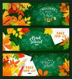 Zurück zu Schuleverkauf Satz horizontale Fahnen Herbstlaub, Bleistifte und Notizbuchblätter auf der Tafel Vektorillustration für Lizenzfreies Stockfoto