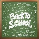 Zurück zu Schulgekritzelart auf schwarzem Bretthintergrund Stockfoto