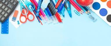Zurück zu Schulhintergrund in den blauen, roten und weißen Farben Lizenzfreies Stockbild