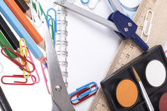 Zurück zu Schulschablone mit Briefpapier und Notizbuch auf Weiß Lizenzfreie Stockbilder