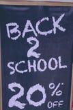 Zurück zu Schultext auf Schreibtisch Rabatt 20 Prozent Text Lizenzfreie Stockfotos