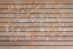 Zurück zu Schulwillkommenssatz Konzept- des Entwurfesbildung liefert Ikonen auf hölzernem Hintergrund Gekritzelillustration des H Lizenzfreies Stockbild