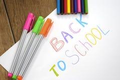 Zurück zu Schulzeichen auf dem Weißbuch Stockfoto
