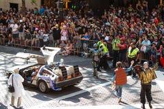 Zurück zu Zukunft nehmen die Charaktere an Dragon Con Parade teil Stockbilder