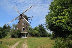 Zurückgestellte Windmühle Stockbild