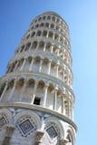 Zurückgestellter lehnender Kontrollturm in italienischem Pisa Stockbild