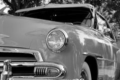 Zurückgestelltes Weinlese-Automobil Stockfotos