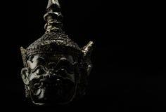 Zurückhaltende Fotografie von Hua Khon (thailändische traditionelle Maske) auf Schwarzem Lizenzfreies Stockbild