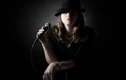 Zurückhaltender Schuß eines Jazz-Sängers stockfotos