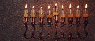 Zurückhaltendes Bild jüdischen Feiertag Chanukka-Hintergrundes Stockfotografie