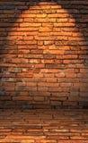 Zurückhaltendes Foto der Wand des roten Backsteins mit Lichteffekt Lizenzfreies Stockfoto