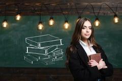 Zur?ck zu Schule Erste Datierung Eingeschüchtert in der Schule Auf schwarzem Hintergrund mit copyspace Erster Grad Jugendlichschu stockbild