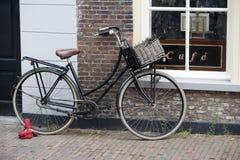 Zur Kneipe: auf dem Fahrrad Lizenzfreies Stockbild