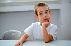 Zurück zu Schule: ein Erstsortierer am ersten Tag der Schule Lizenzfreie Stockbilder