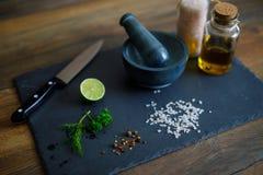Zurechtmachen von Salaten Lizenzfreie Stockbilder