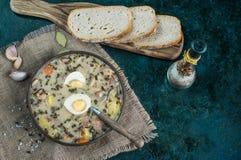 Zurek - polsk easter soppa med ägg och den vita korven royaltyfri bild