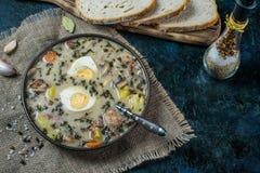 Zurek - polsk easter soppa med ägg och den vita korven royaltyfria bilder
