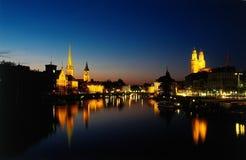 Zurich en la oscuridad fotos de archivo