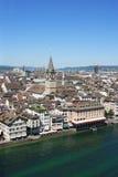 Zurich et le fleuve de Limmat Photo stock
