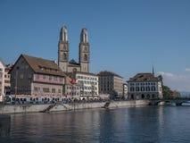 Zurich gatasikt av den gamla staden p? sommar royaltyfri foto