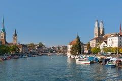 Zurich i en solig dag i september Arkivbilder