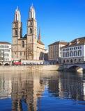 Zurich, la gran catedral de la iglesia de monasterio Fotos de archivo libres de regalías