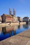 Zurich, la gran iglesia de monasterio Imagen de archivo
