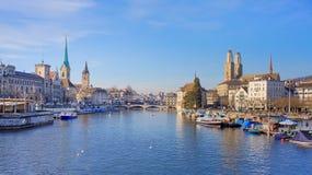 Zurich, la rivière de Limmat Photographie stock libre de droits
