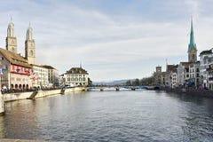 Zurich Limmat rzeka i historyczna architektura Obrazy Stock