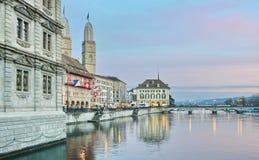 Zurich Limmat rzeka i historyczna architektura Fotografia Royalty Free