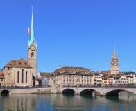 Zurich, Madame Minster et St Peter Church Photos stock