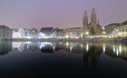 Zurich på natten Arkivfoto