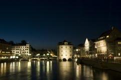 Zurich på natten Fotografering för Bildbyråer