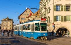 ZURICH SCHWEIZ - DECEMBER 01: Spårvagnen är 4/6 SWS/BBC i cien Royaltyfri Foto