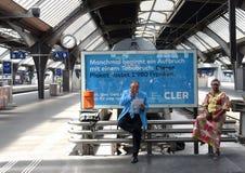 Zurich Schweiz - Juni 03, 2017: Folk på den Zurich strömförsörjningen Fotografering för Bildbyråer