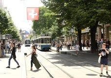 Zurich Schweiz - Juni 03, 2017: Folk på gatan i Zur Arkivbilder