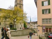 Zurich Schweiz - Maj 02, 2017: Centret av Zurich, Schweiz Folk på bakgrunden Royaltyfri Foto