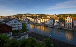 ZURICH SCHWEIZ - MAJ 22: Panoramautsikt av historiska Zurich Fotografering för Bildbyråer
