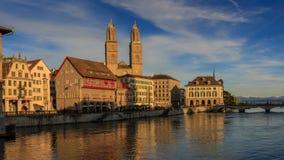 ZURICH SCHWEIZ - MAJ 22: Panoramautsikt av historiska Zurich Arkivfoton