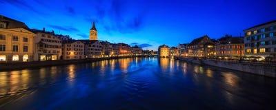 ZURICH SCHWEIZ - MAJ 22: Panoramautsikt av historiska Zurich Royaltyfria Bilder