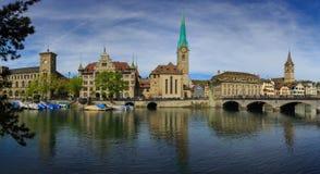ZURICH SCHWEIZ - MAJ 22: Panoramautsikt av historiska Zurich Royaltyfri Bild